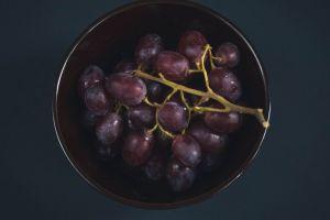 plate bunch wine background food grape fruit berries vegan grapes
