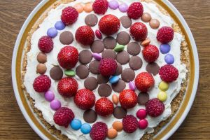 smarties chocolate buttons cheesecake food raspberries