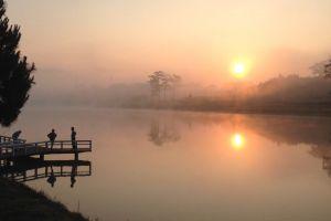 sunrise trees reflection water dock fog people