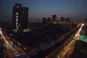 vehicles buildings cityscape cars city dawn sunrise time lapse roads traffic