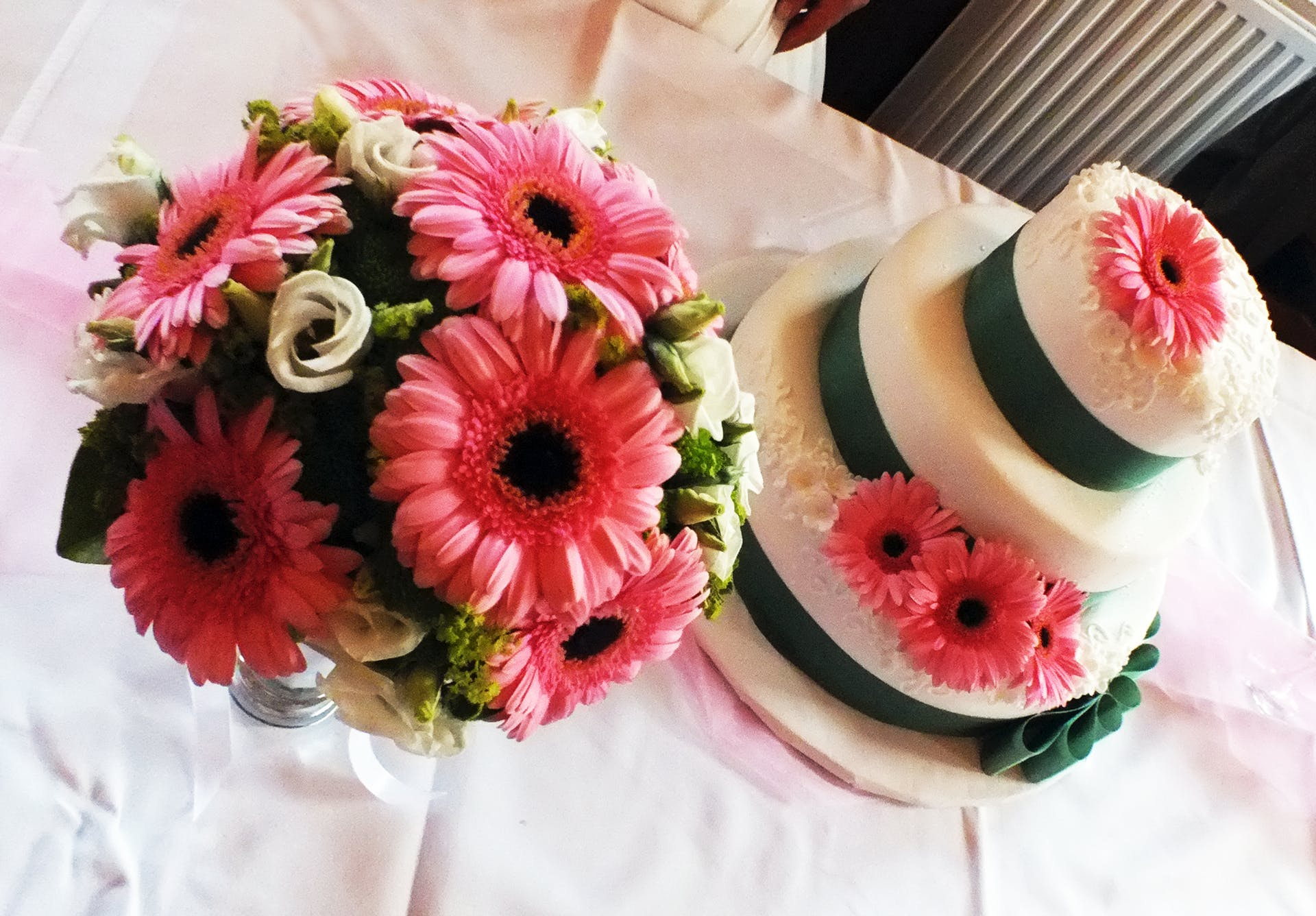 wedding cake party marriage wedding party beautiful flowers wedding bride and groom fresh flowers flowers lunch