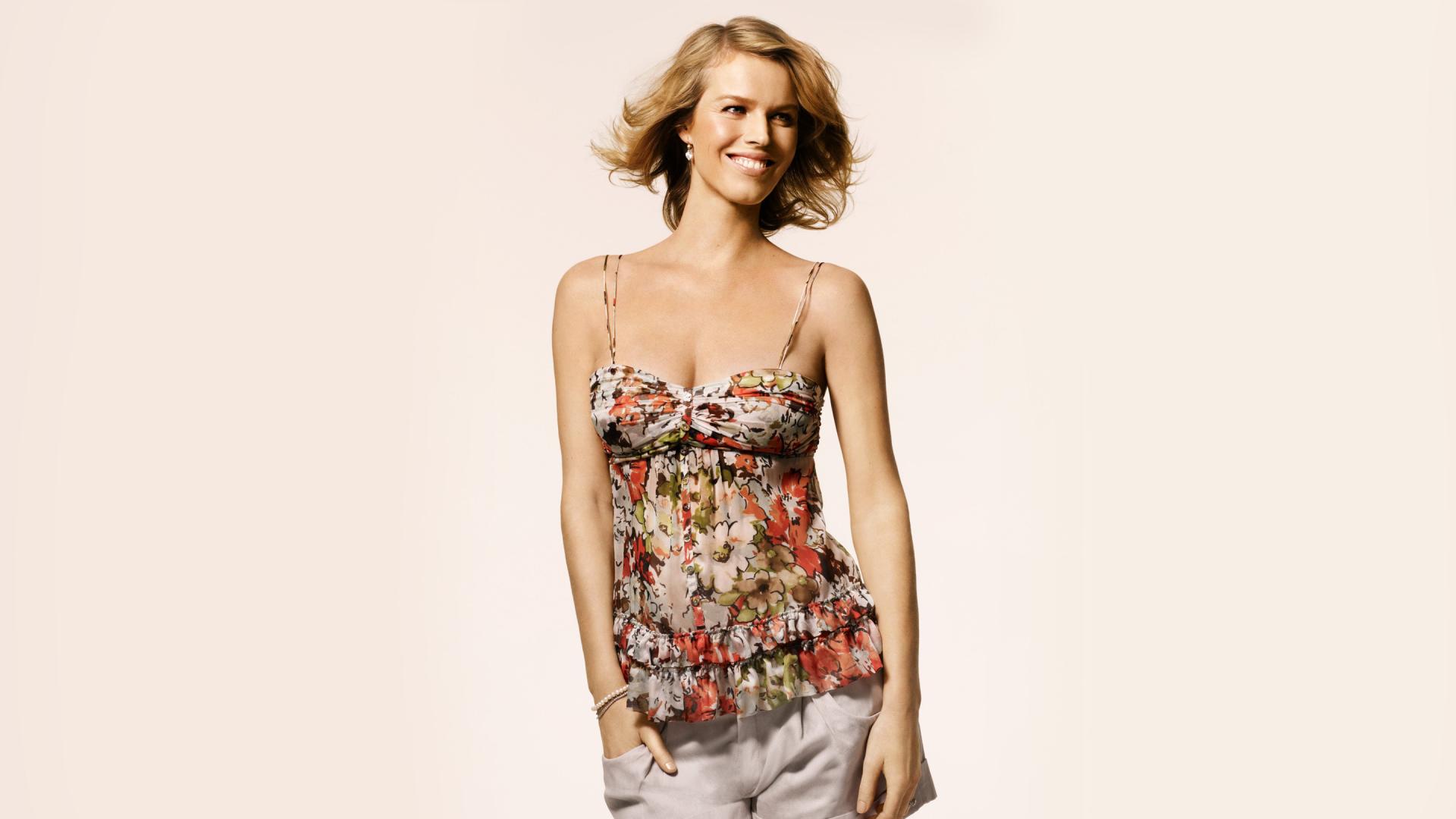 standing eva herzigova model smiling simple background blonde women