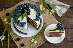berries sweets cake food