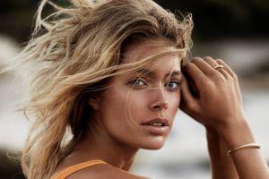 blonde bracelets tanned model doutzen kroes women