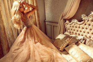 blonde pillow bed women