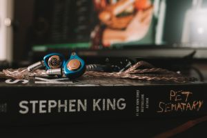 earphones music photography books tech stephen king