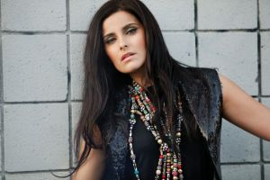 nelly furtado brunette singer canadian women