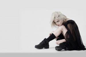red lipstick blonde model women singer actress sky ferreira simple background
