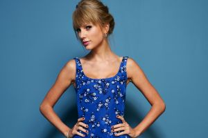 simple background women singer taylor swift blonde