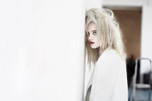 sky ferreira model blonde singer women red lipstick looking at viewer actress