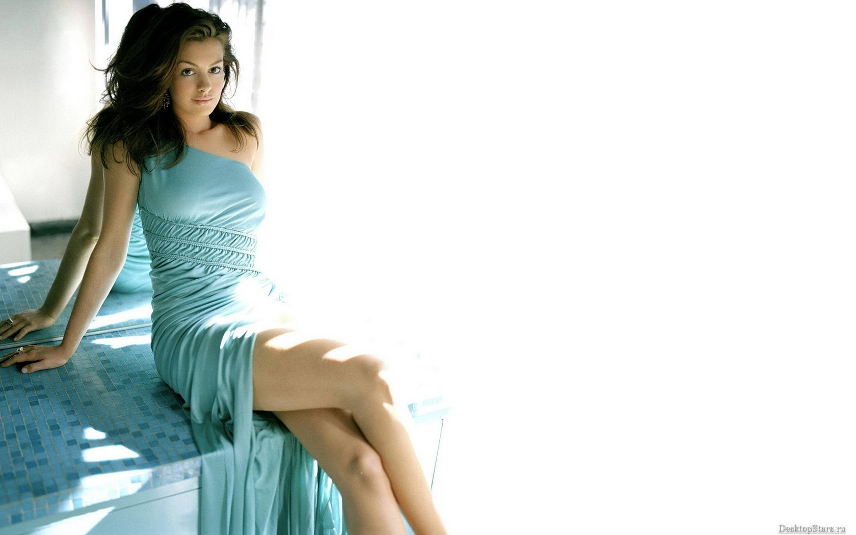 looking at viewer anne hathaway actress women