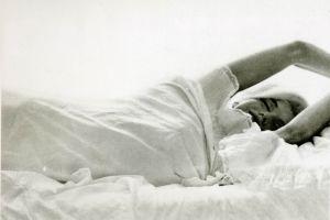actress in bed marilyn monroe women