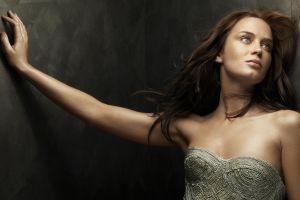 actress women model emily blunt looking up brunette
