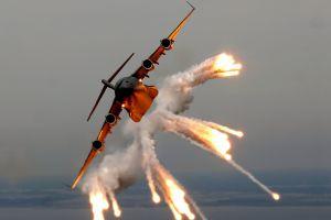 aircraft boeing c-17 globemaster iii flares
