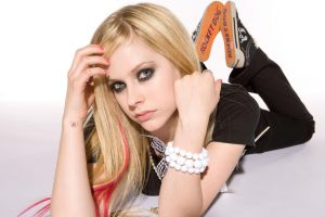 avril lavigne celebrity blonde women bracelets singer
