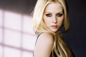 avril lavigne singer portrait women blonde long hair