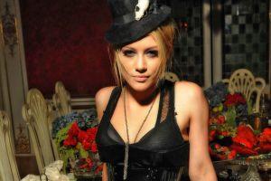 blonde black outfits hilary duff hazel eyes black bras women with hats