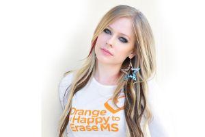 blonde women avril lavigne singer