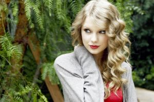 blonde women outdoors singer celebrity curly hair women taylor swift