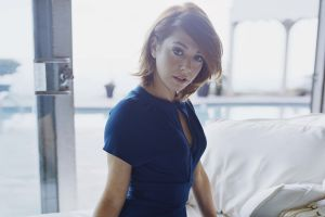 blue clothes women alyson hannigan short hair redhead blue clothing actress