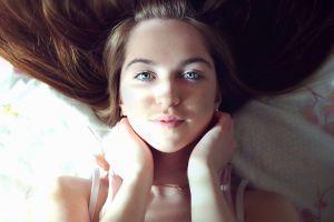blue eyes brunette women