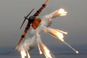 boeing boeing c-17 globemaster iii aircraft flares