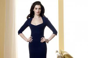 brunette actress anne hathaway hands on hips tight dress dress celebrity bracelets blue dress women