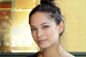 brunette actress face kristin kreuk women pearl necklace model