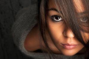 brunette face women