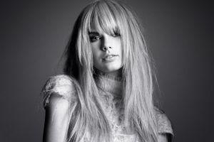 celebrity portrait women blonde taylor swift monochrome