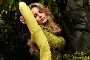celebrity women jennifer lawrence arms up actress