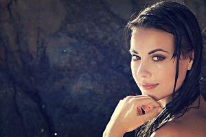 dark hair lorena garcia wet green eyes women