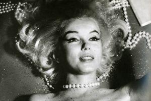 face marilyn monroe actress pearl necklace women