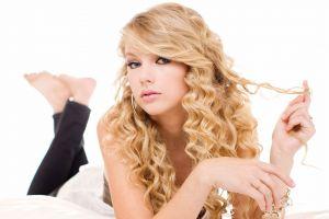 feet singer barefoot celebrity blonde curly hair taylor swift women