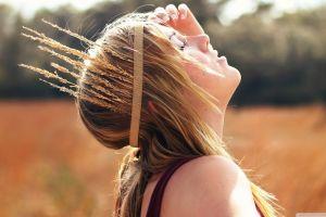field brunette women outdoors laura brehm closed eyes sunlight face