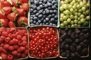 food raspberries blackberries blueberries strawberries cherries (food)