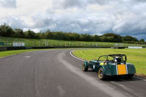 green cars sports car car caterham r600 race tracks