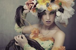 hair pulling model women flowers necklace yellow eyes face