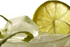 ice cubes cocktails drink limes