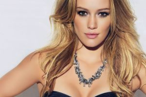 long eyelashes hilary duff celebrity boobs portrait women necklace cleavage