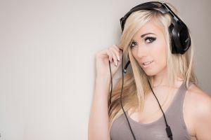 looking at viewer tank top headphones lindsay elyse simple background gray eyes women blonde painted nails headsets