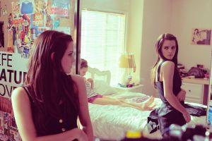 mirror movies the bling ring brunette anime women reflection emma watson