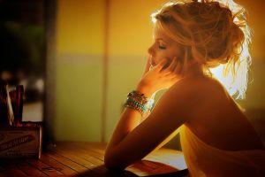 model natural light women