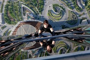 movies mission impossible ghost protocol heights reflection actor climbing tom cruise