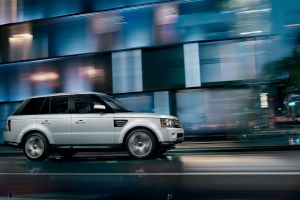 range rover car motion blur