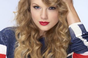 singer celebrity red lipstick face blonde taylor swift curly hair women