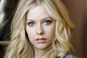 singer face blonde women open mouth celebrity portrait avril lavigne