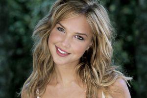 smiling curly hair women blonde brown eyes arielle kebbel