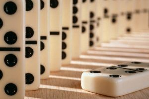 white dominoes stones black