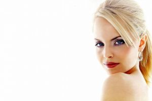 women blonde actress celebrity mena suvari simple background blue eyes